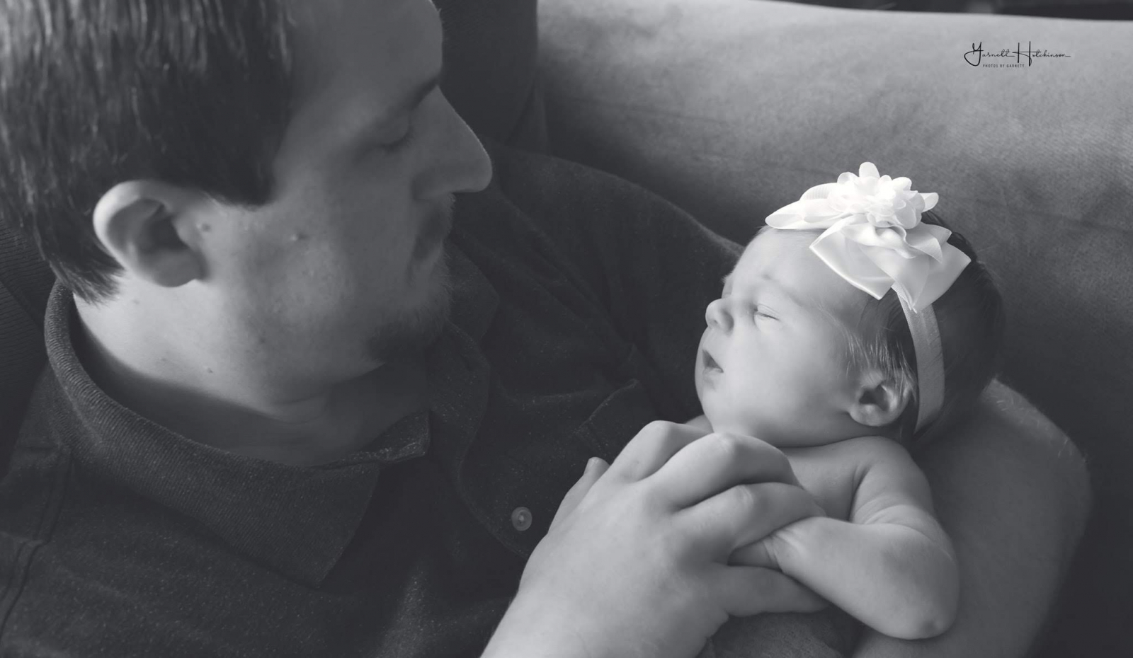End of article: Father adoring his new little girl
