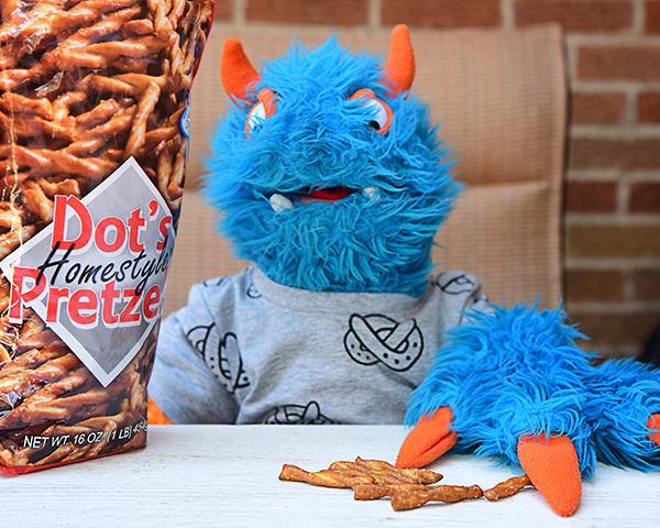 Puppet with pretzels