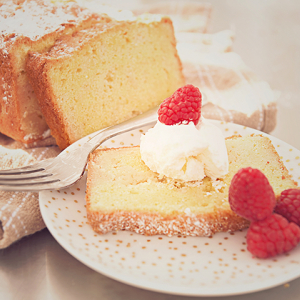 Poundcake with raspberries